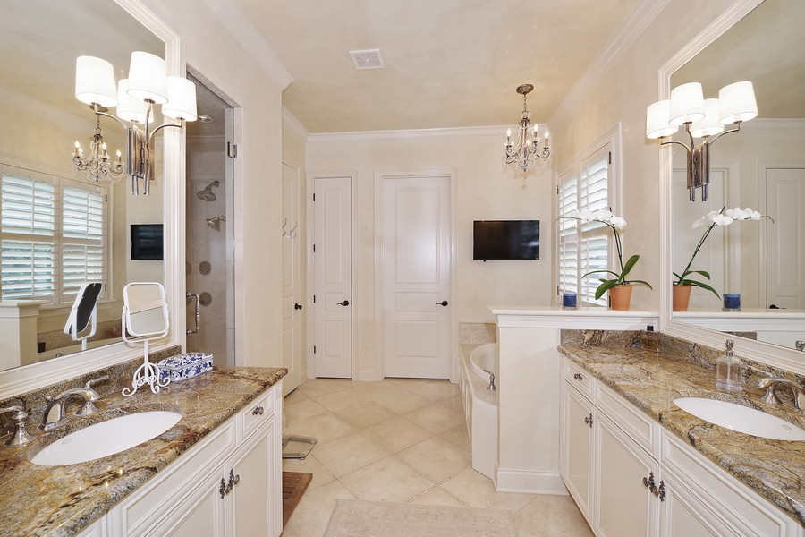 Real Estate Photography - 946 Moss Ln, Winter Park, FL, 32789 - Master Bathroom