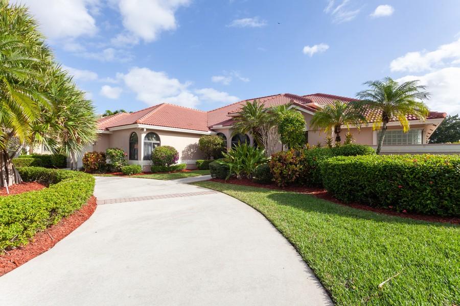 Real Estate Photography - 420 Alexandra Cir, Weston, FL, 33326 - Front View