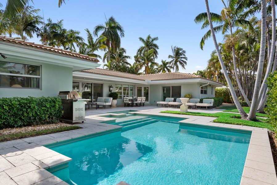 Real Estate Photography - 2825 NE 25th Street, Fort Lauderdale, FL, 33305 - Pool