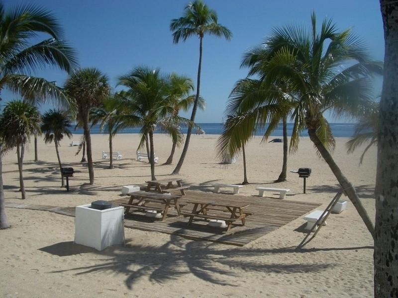 Real Estate Photography - 2200 S Ocean Lane, 2904, Fort Lauderdale, FL, 33316 - Beach picnic area