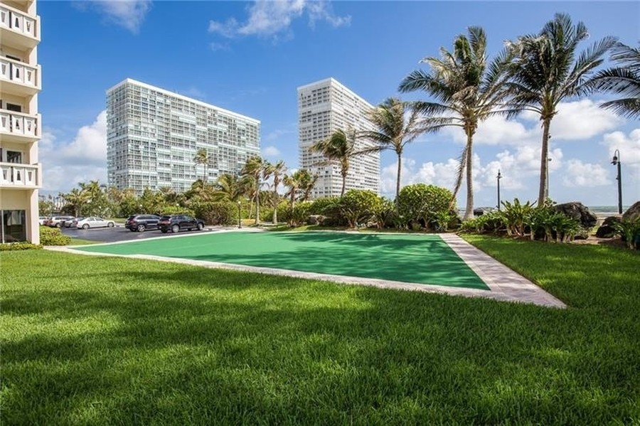 Real Estate Photography - 2100 S Ocean Drive, 7G, Ft Lauderdale, FL, 33316 - Putting Green