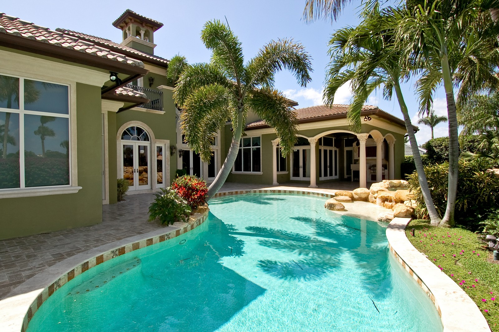 Real Estate Photography - 215 Royal Palm Way, Boca Raton, FL, 33432 - Pool