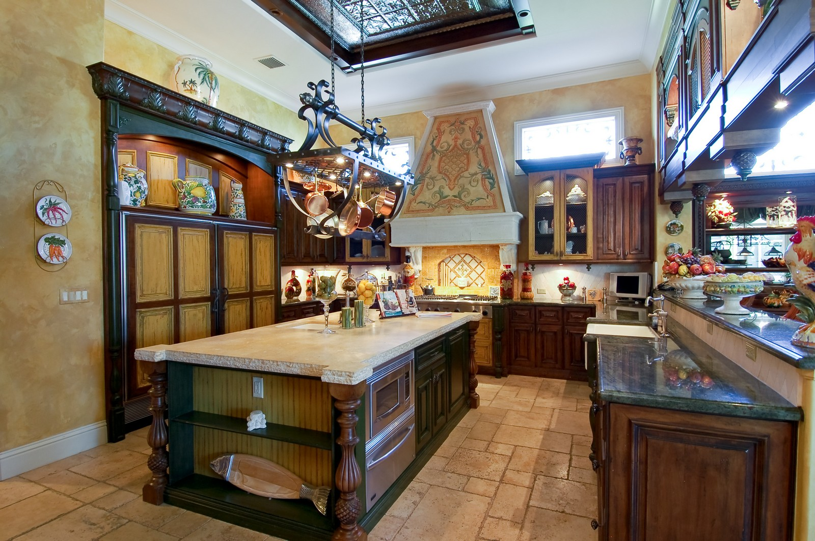 Real Estate Photography - 215 Royal Palm Way, Boca Raton, FL, 33432 - Kitchen