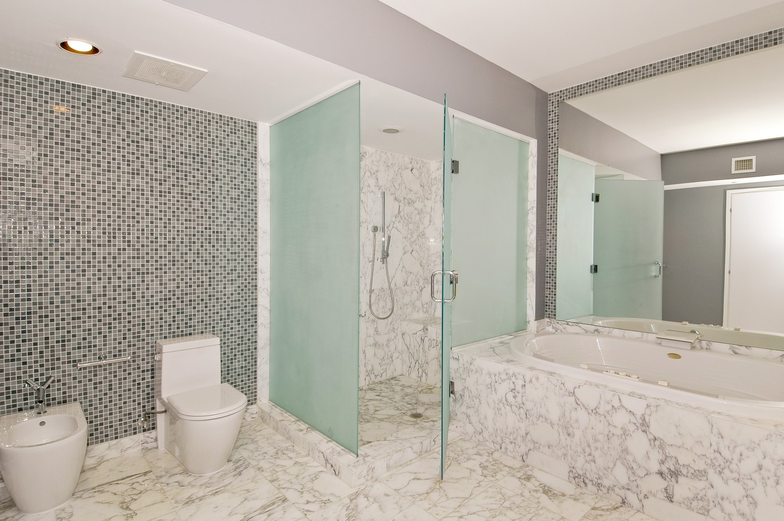 Real Estate Photography - 450 Alton Rd, Unit 2910, Miami Beach, FL, 33139 - Master Bathroom