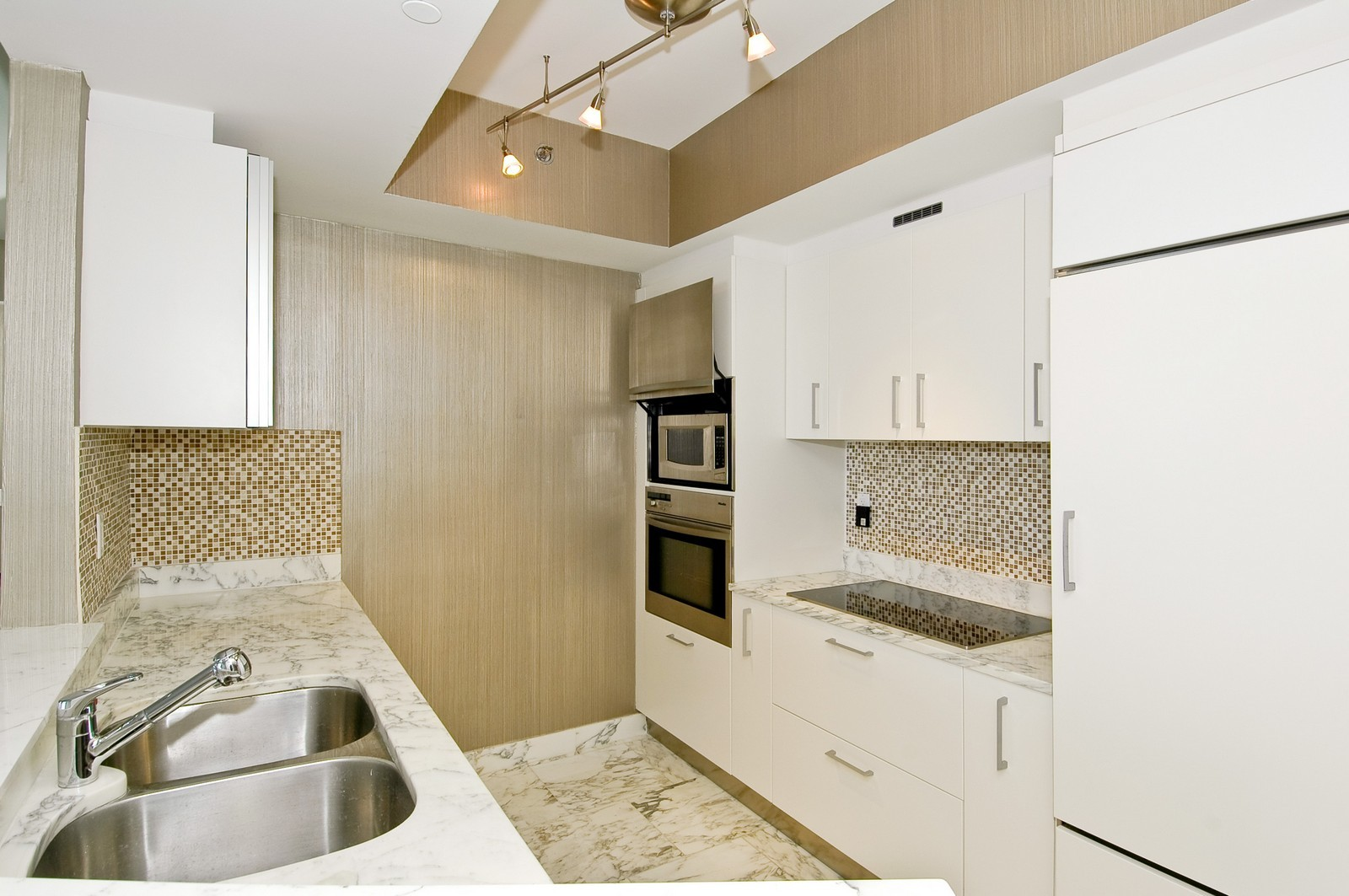 Real Estate Photography - 450 Alton Rd, Unit 2910, Miami Beach, FL, 33139 - Kitchen