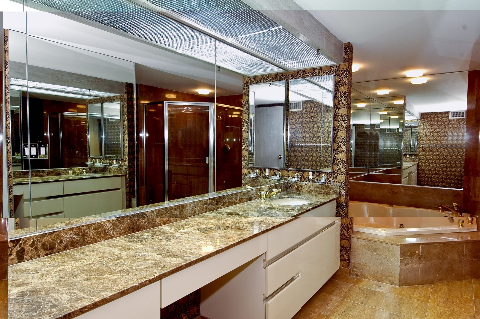Real Estate Photography - 19566 NE 37 Ave, Aventura, FL, 33180 - Master Bathroom