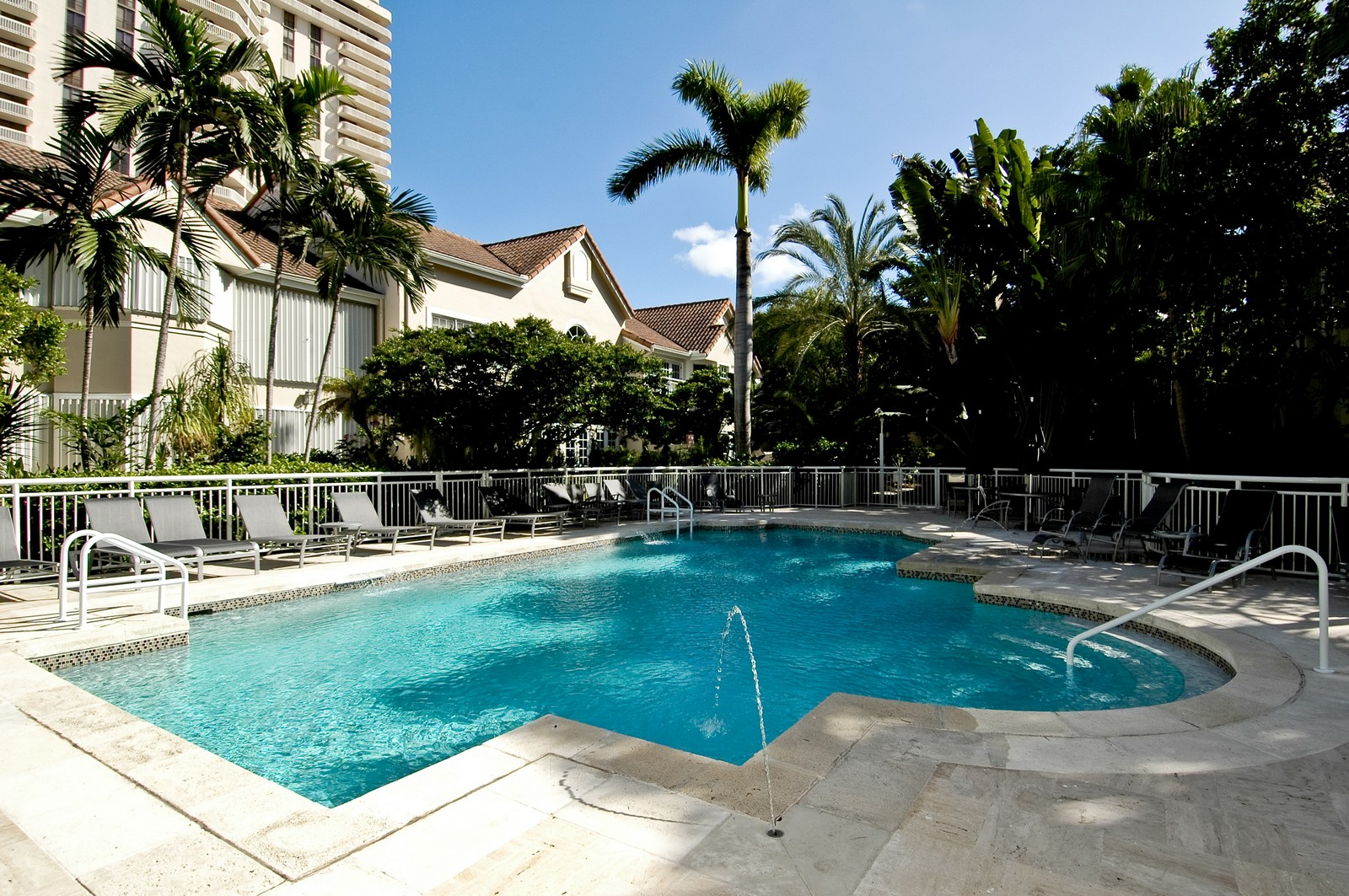 Real Estate Photography - 19566 NE 37 Ave, Aventura, FL, 33180 - Pool