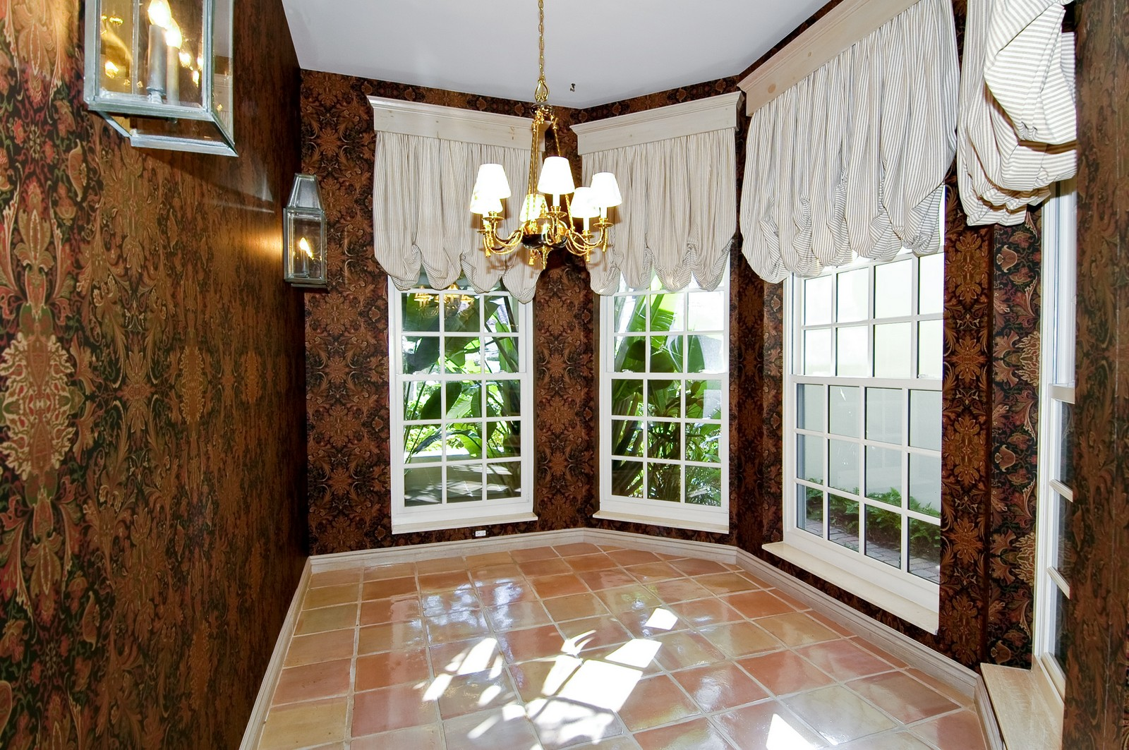 Real Estate Photography - 19566 NE 37 Ave, Aventura, FL, 33180 - Breakfast Room