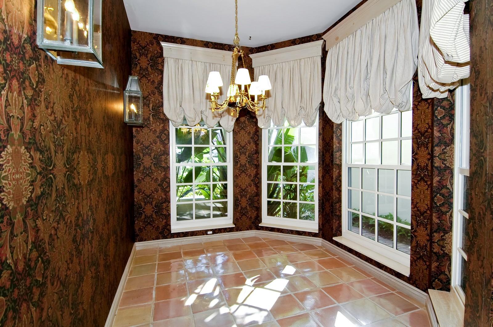Real Estate Photography - 19566 NE 37 Ave, Aventura, FL, 33180 - Breakfast Room