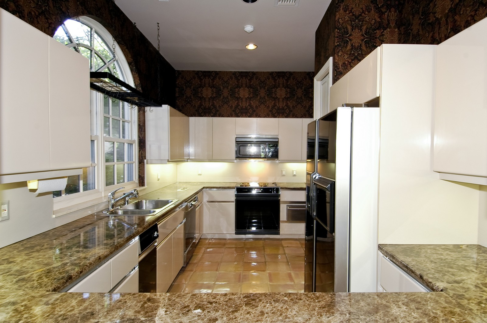 Real Estate Photography - 19566 NE 37 Ave, Aventura, FL, 33180 - Kitchen
