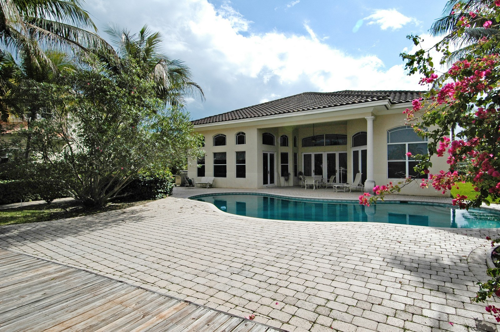 Real Estate Photography - 1081 Habor, Hollywood, FL, 33019 - Rear View