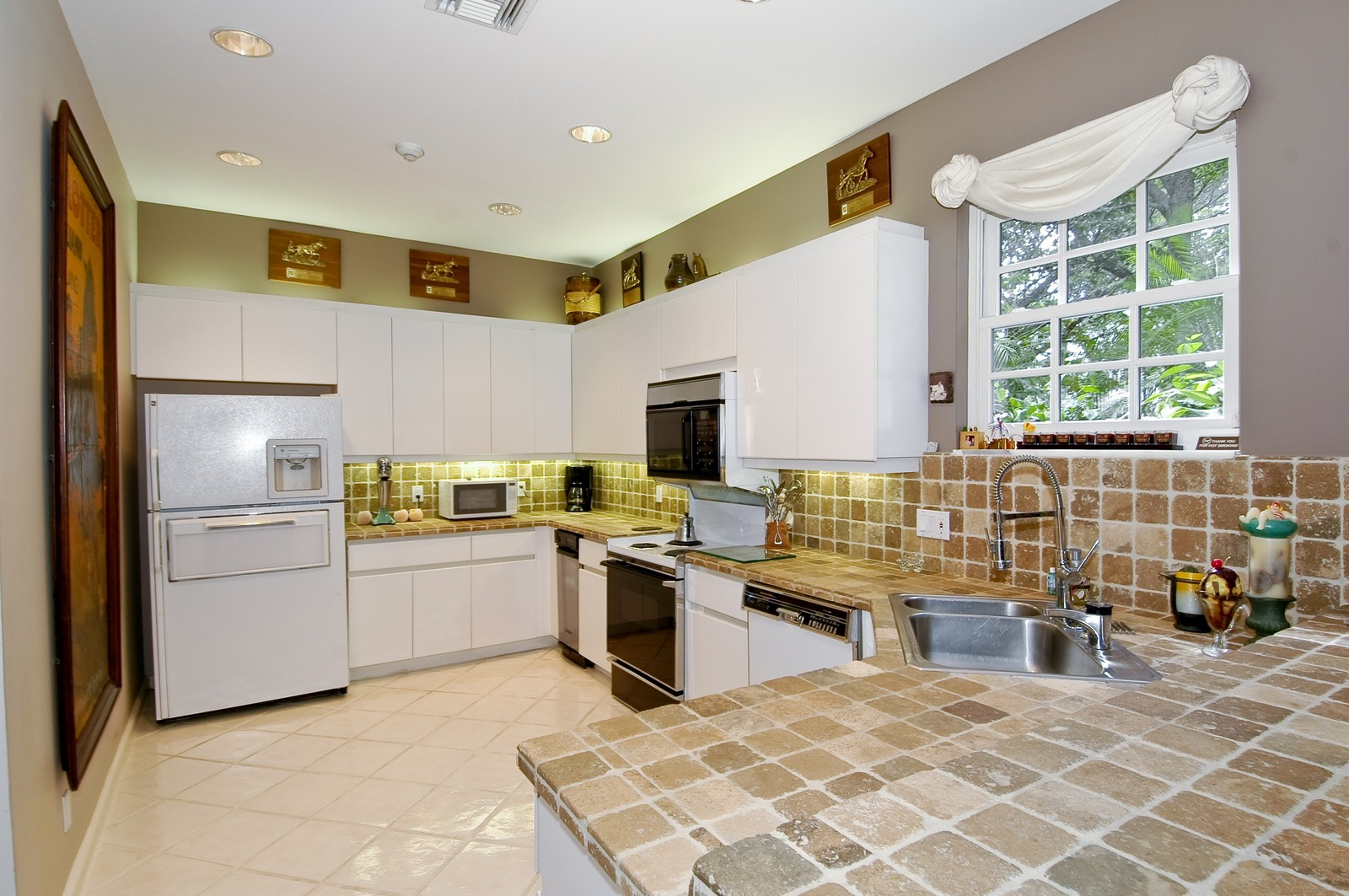 Real Estate Photography - 3685 NE 195 Ter, Aventura, FL, 33180 - Kitchen