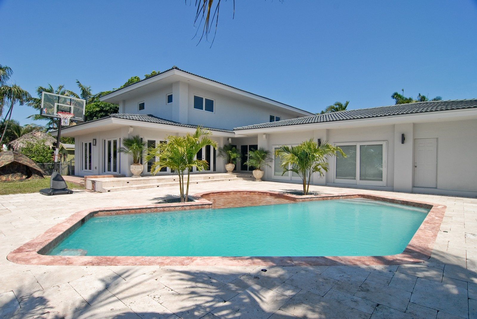 Real Estate Photography - 6842 Sunrise Ter, Coral Gables, FL, 33133 - Pool