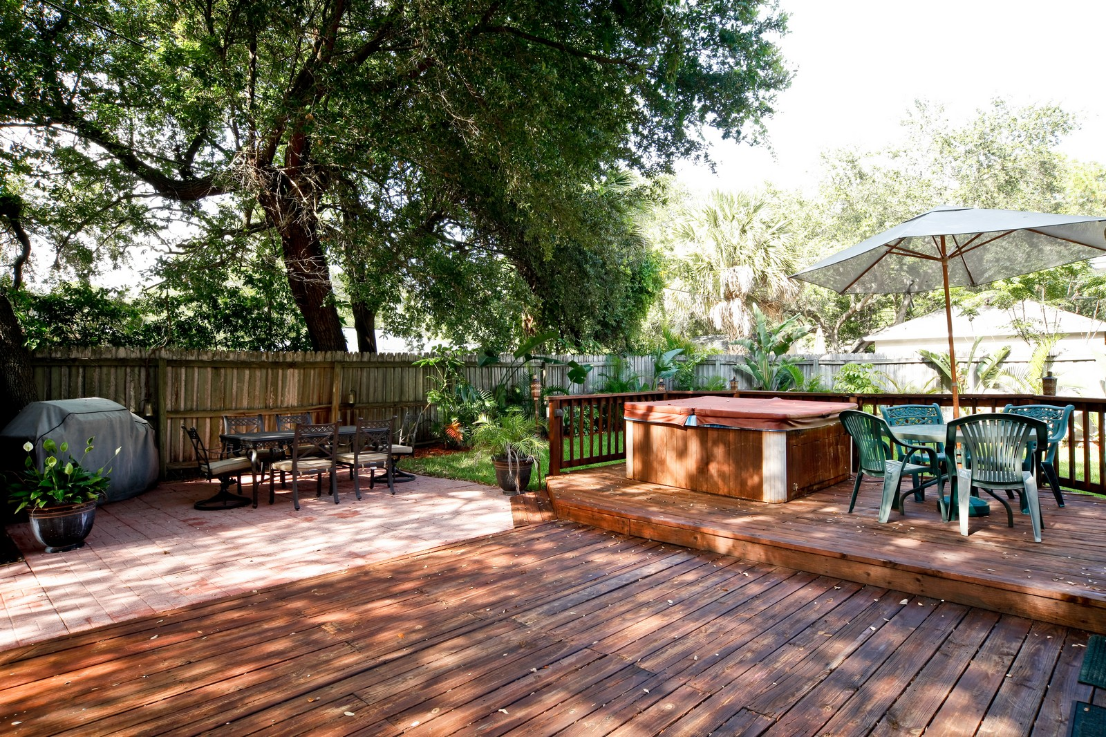 Real Estate Photography - 4603 W Kensington Ave, Tampa, FL, 33629 - Deck