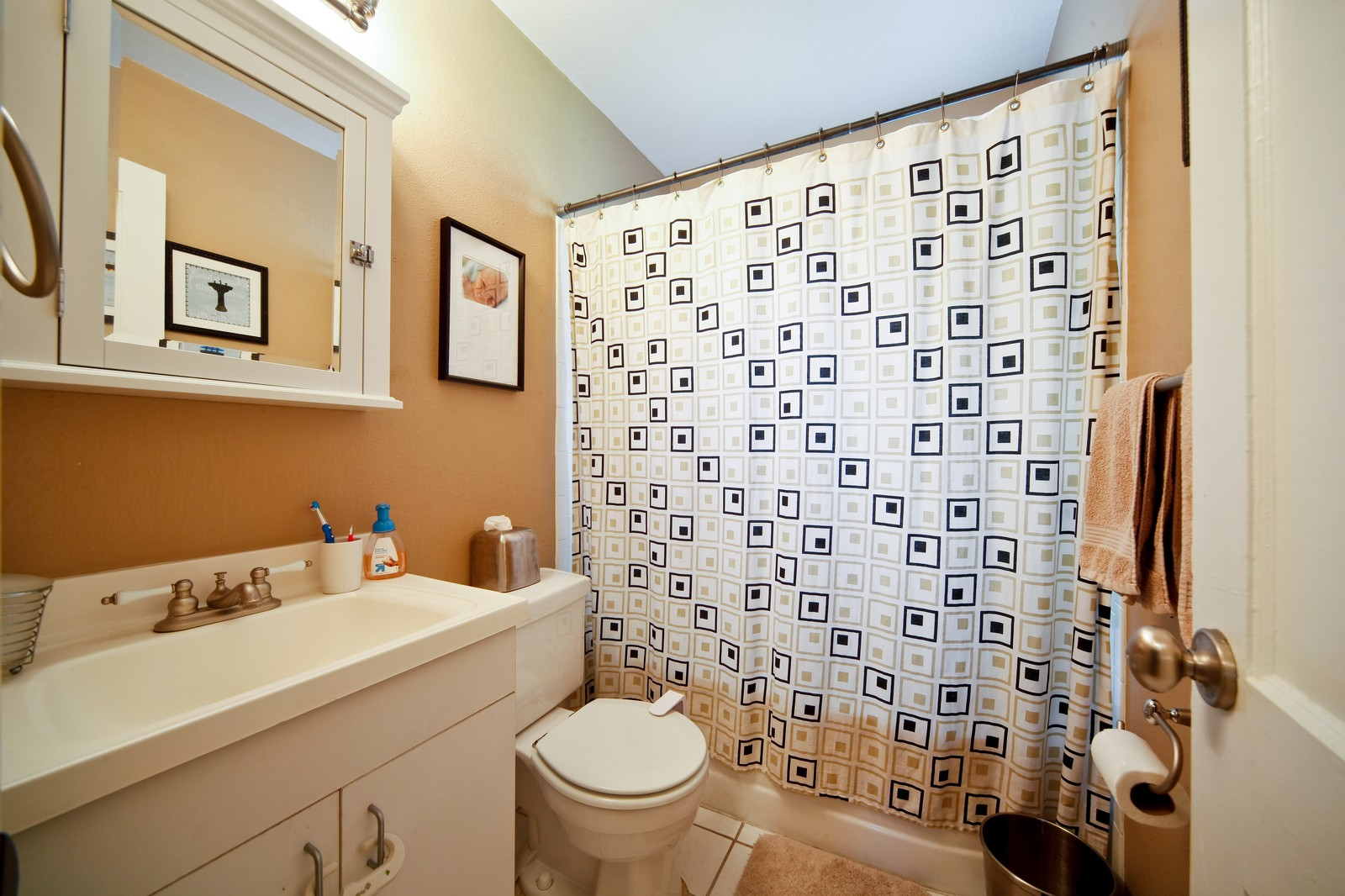 Real Estate Photography - 4603 W Kensington Ave, Tampa, FL, 33629 - 2nd Bathroom