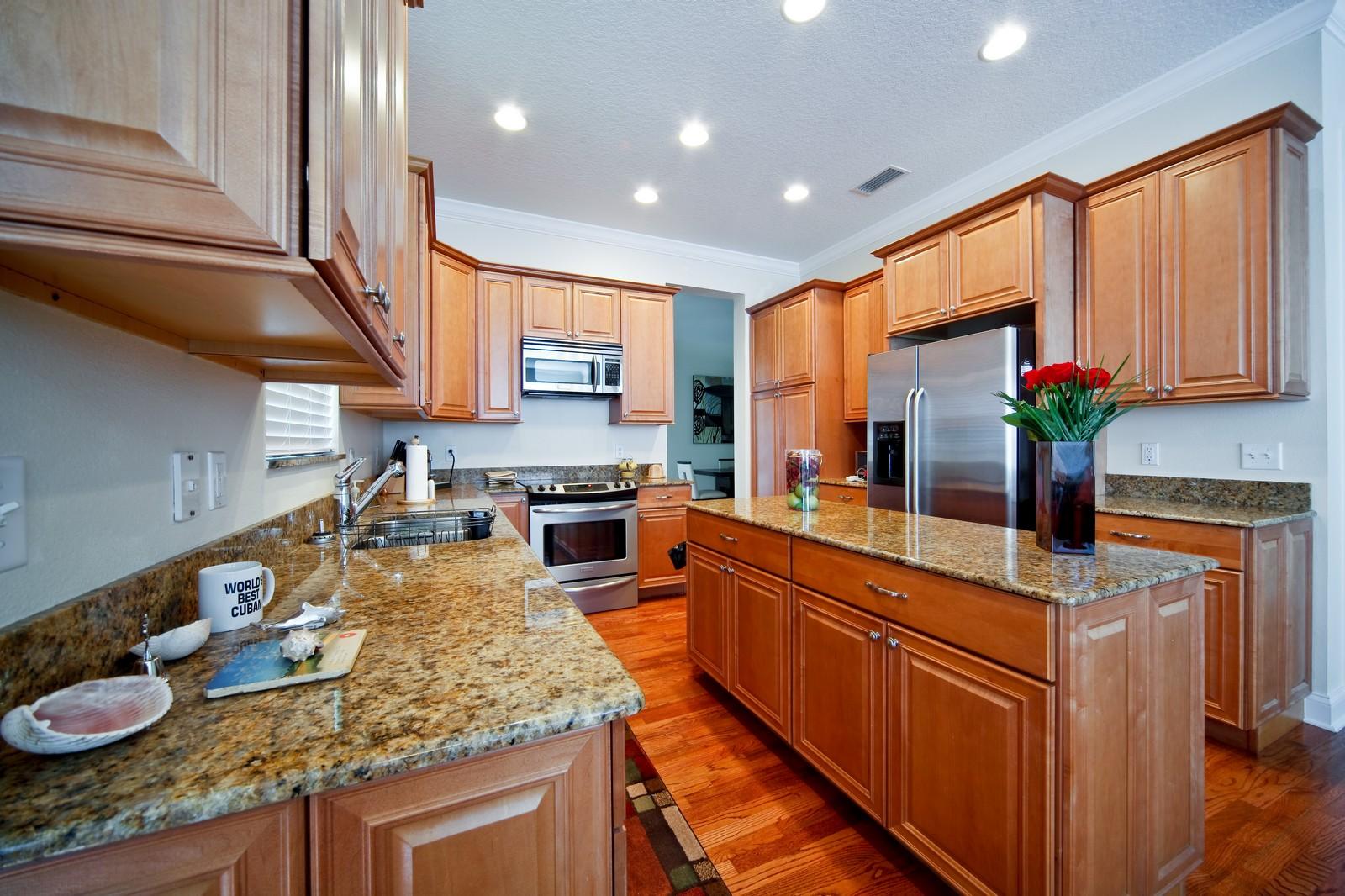 Real Estate Photography - 3812 El Prado Blvd, Tampa, FL, 33629 - Kitchen