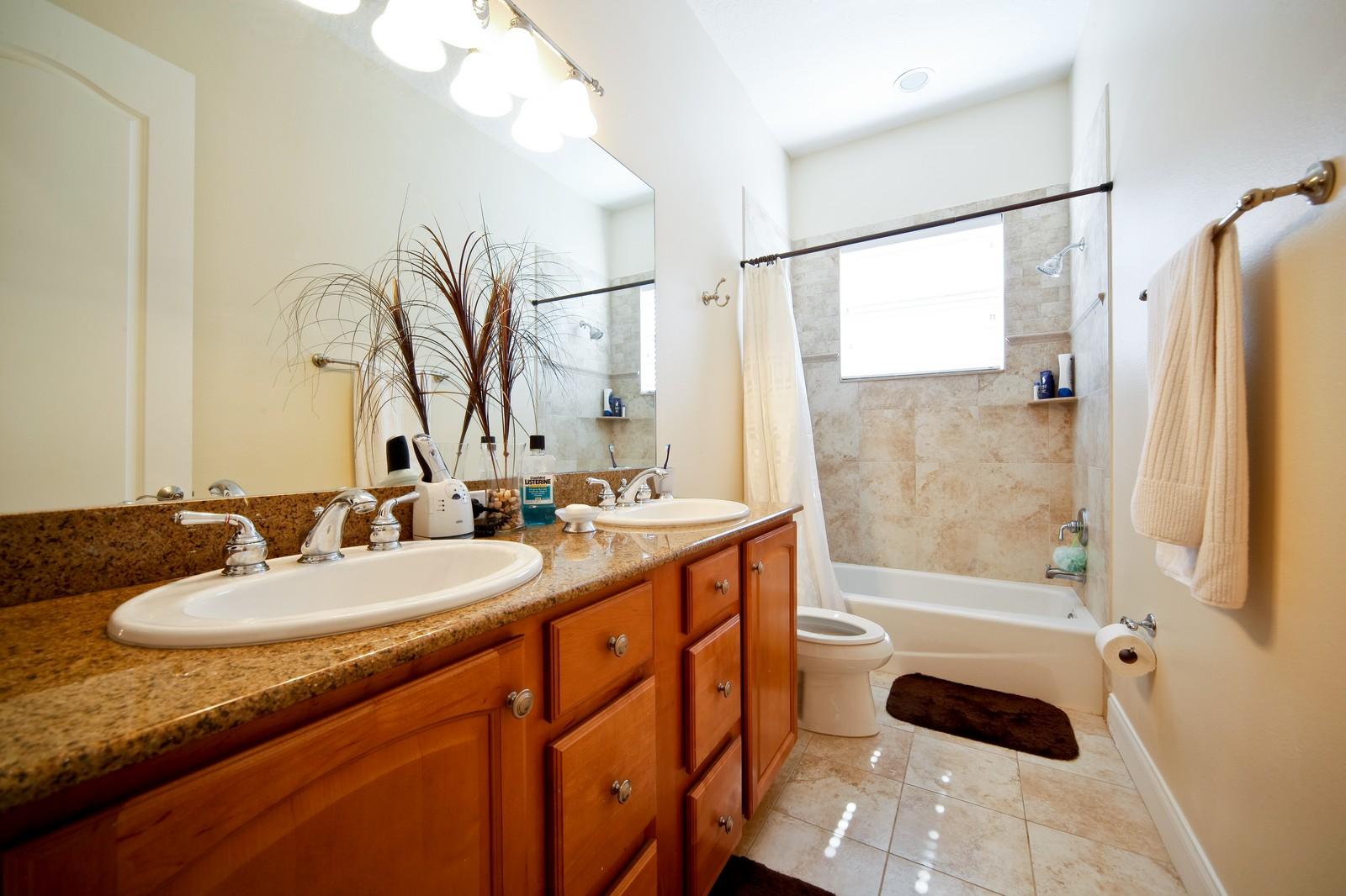 Real Estate Photography - 3812 El Prado Blvd, Tampa, FL, 33629 - 2nd Bathroom