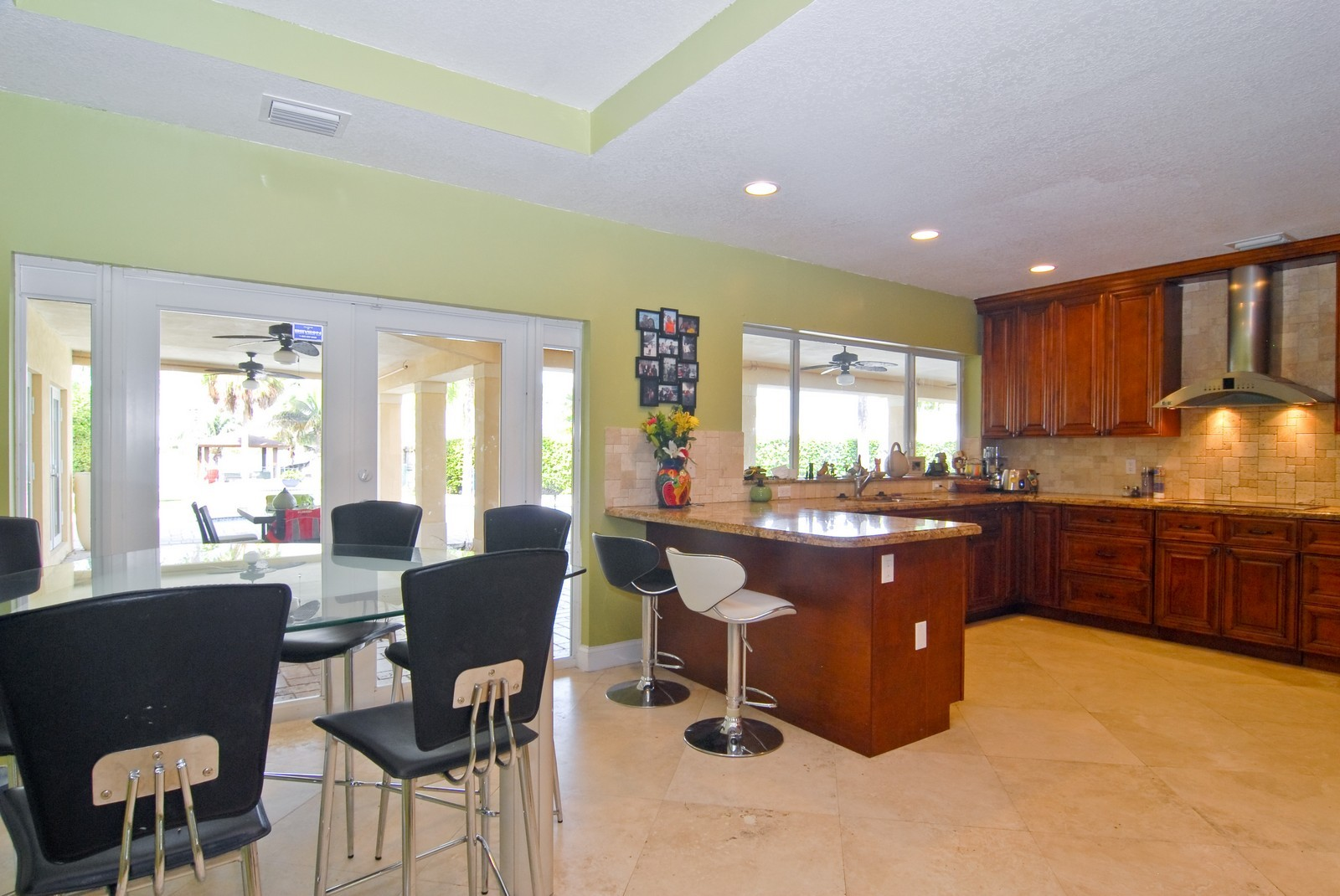 Real Estate Photography - 9263 SW 136th Ter, Miami, FL, 33176 - Kitchen / Breakfast Room