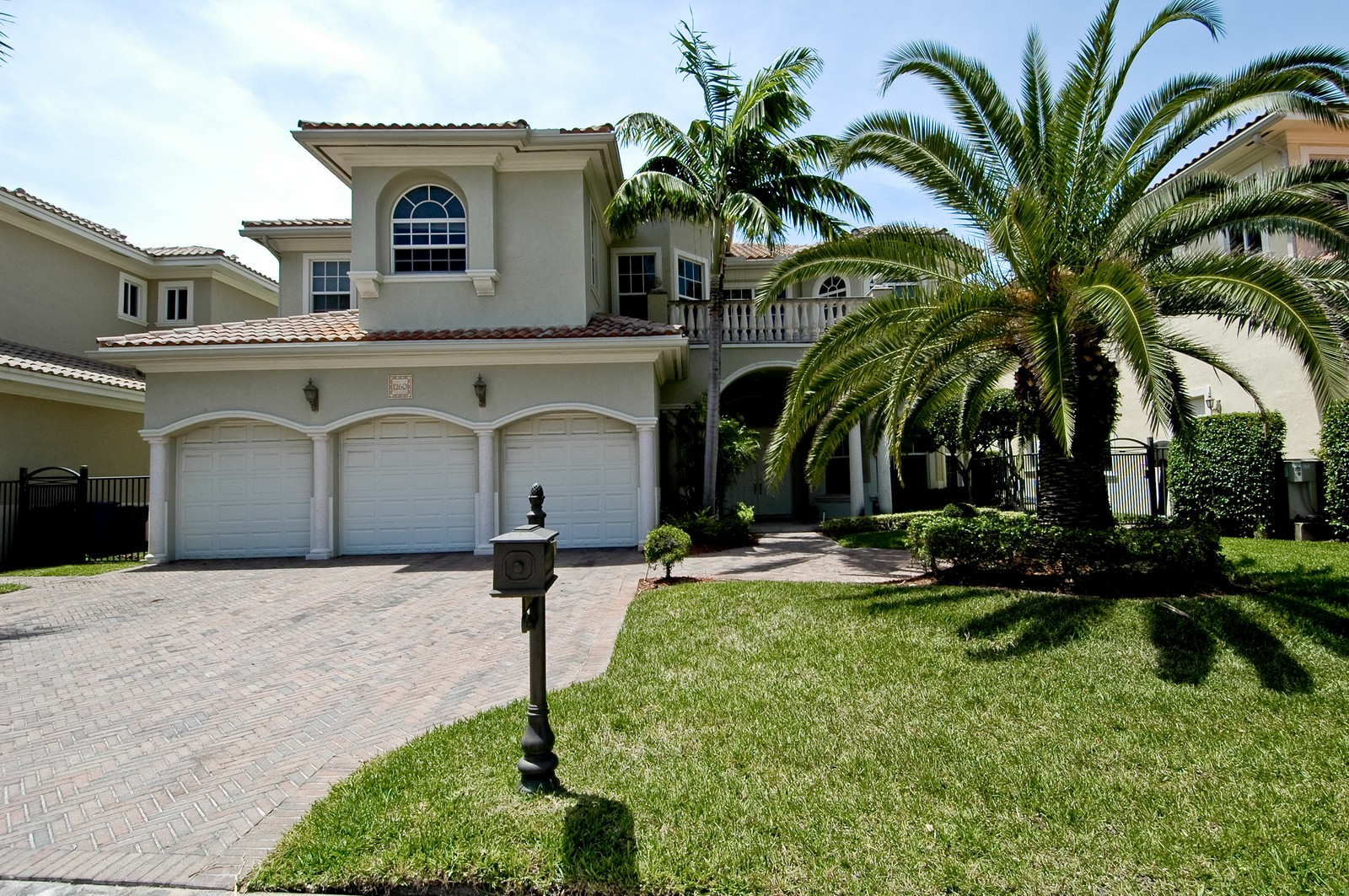Real Estate Photography - 1260 Hatteras Ln, Hollywood, FL, 33019 - Front View