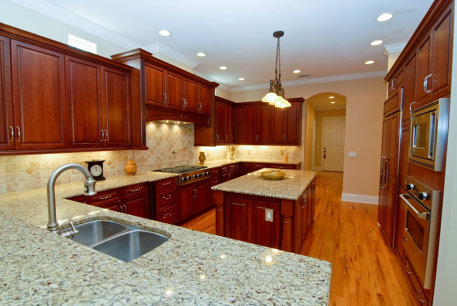 Real Estate Photography - 3107 Fountain Blvd, Tampa, FL, 33609 - Kitchen