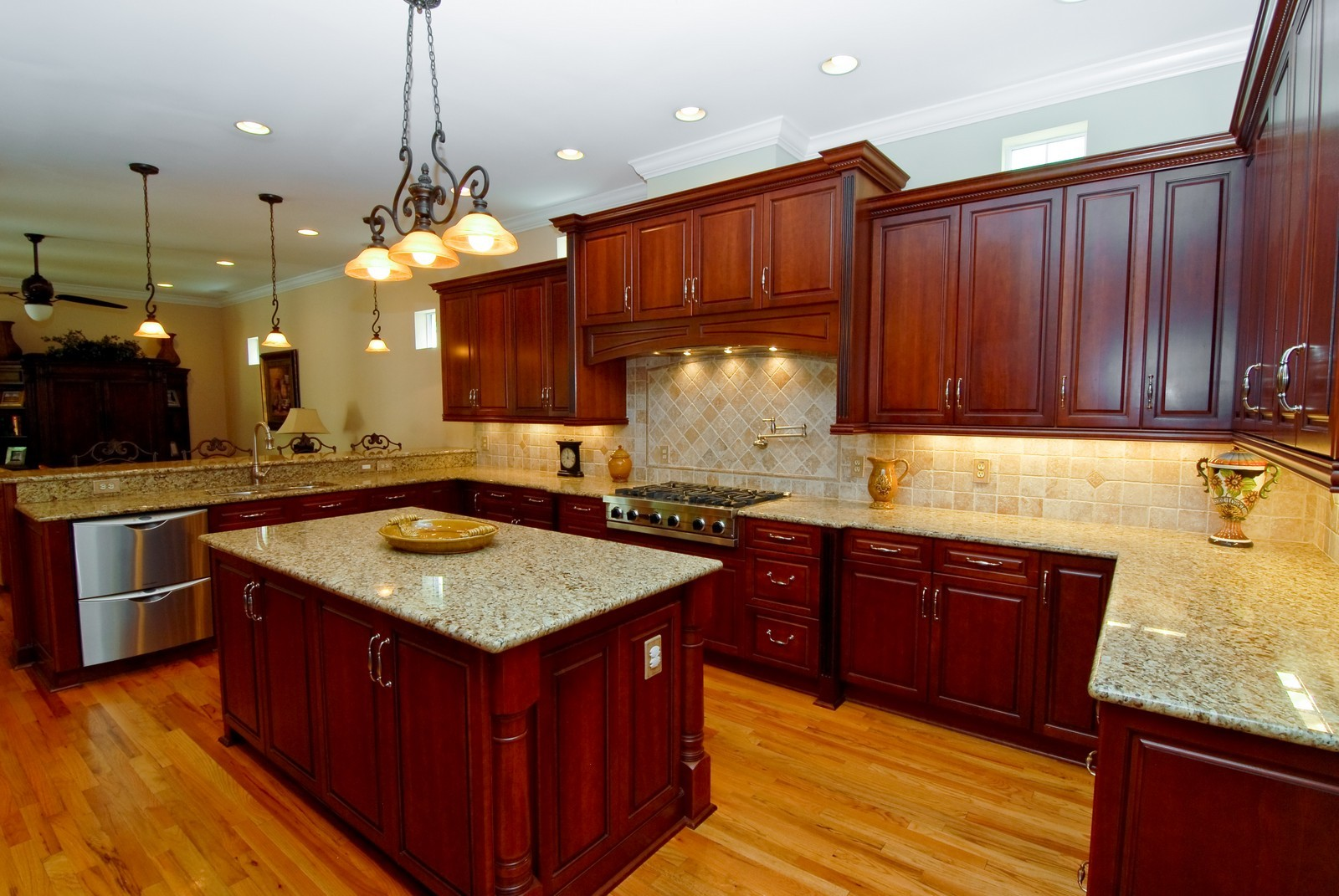 Real Estate Photography - 3107 Fountain Blvd, Tampa, FL, 33609 - Kitchen / Living Room