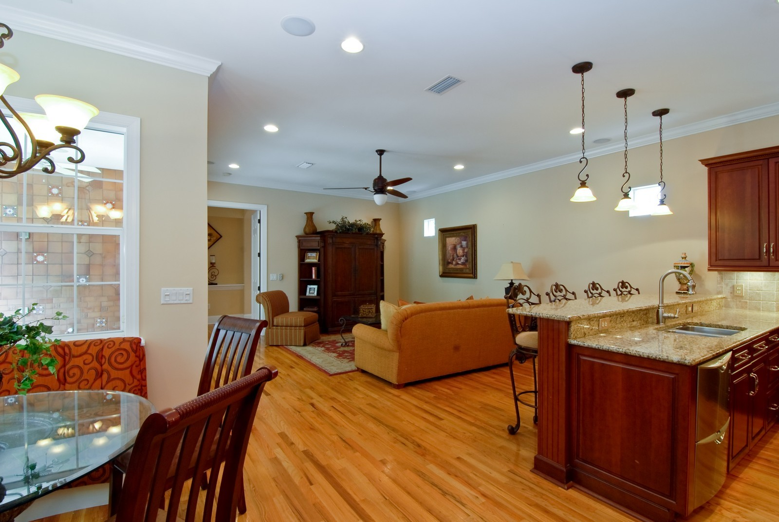 Real Estate Photography - 3107 Fountain Blvd, Tampa, FL, 33609 - Family Room / Kitchen