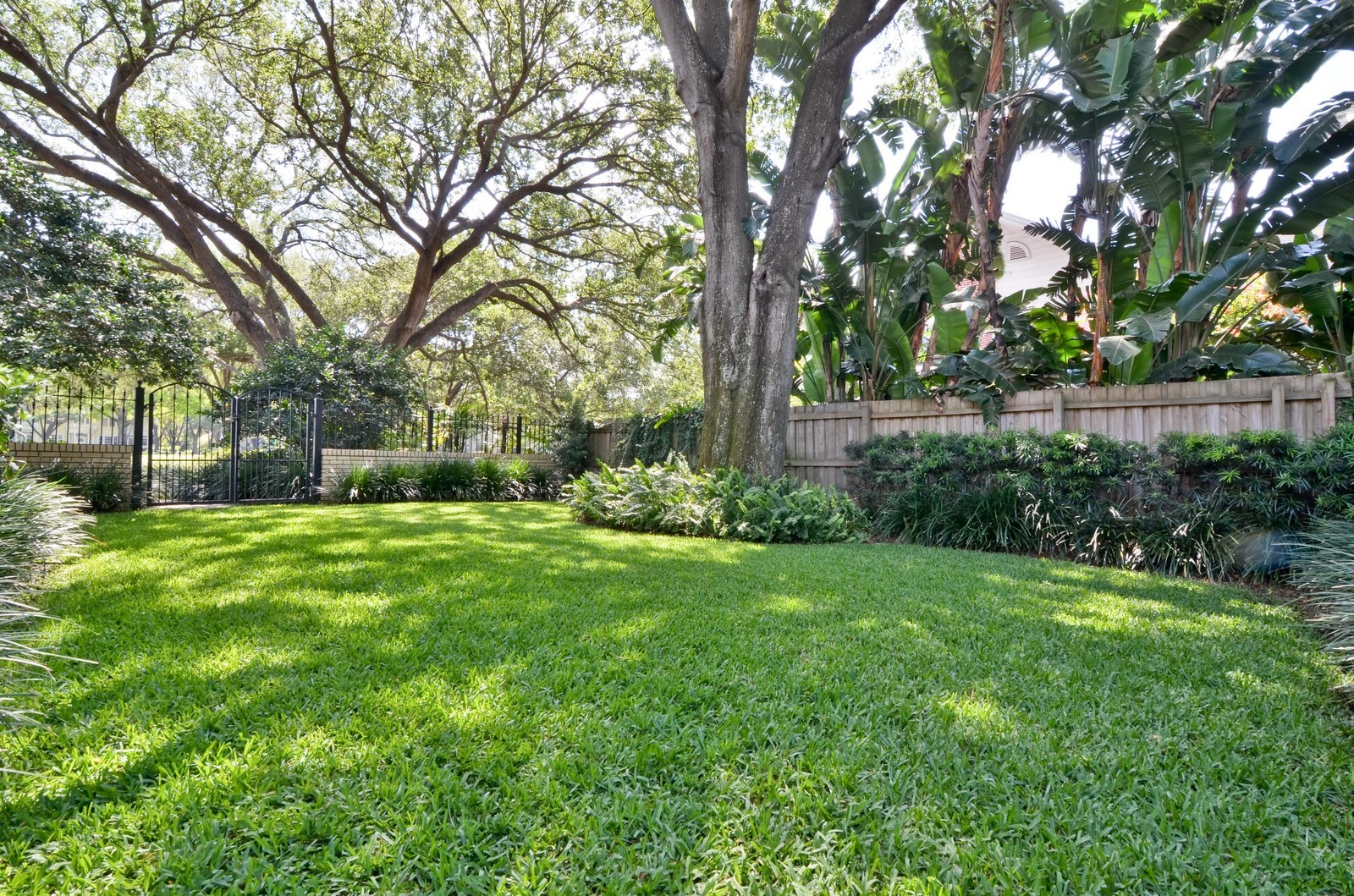 Real Estate Photography - 2223 S. Bendelow Trail, Tampa, FL, 33629 - Location 2