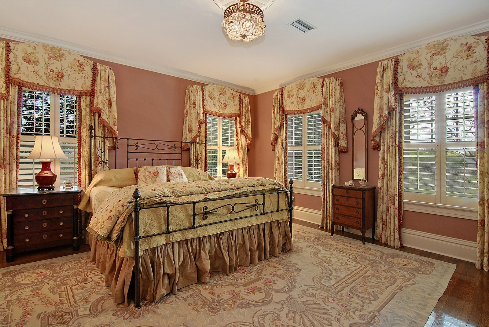 Real Estate Photography - 2223 S. Bendelow Trail, Tampa, FL, 33629 - Master Bedroom