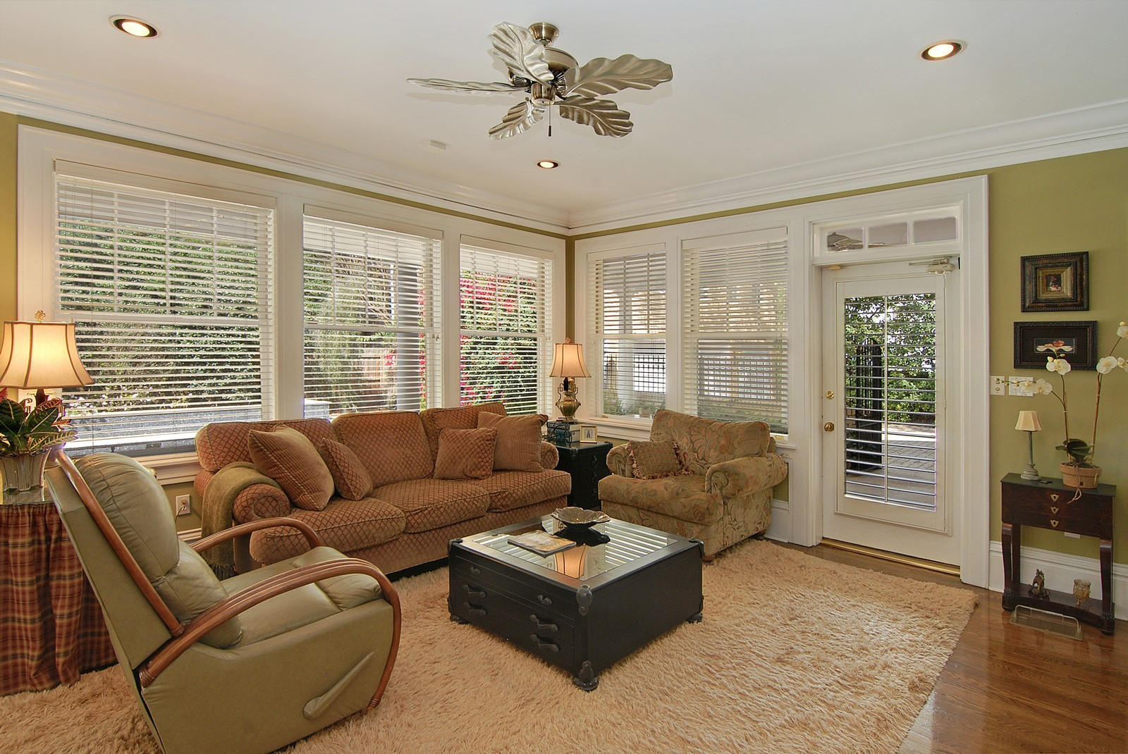Real Estate Photography - 2223 S. Bendelow Trail, Tampa, FL, 33629 - Family Room