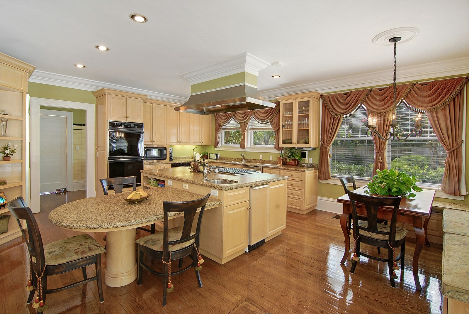 Real Estate Photography - 2223 S. Bendelow Trail, Tampa, FL, 33629 - Kitchen