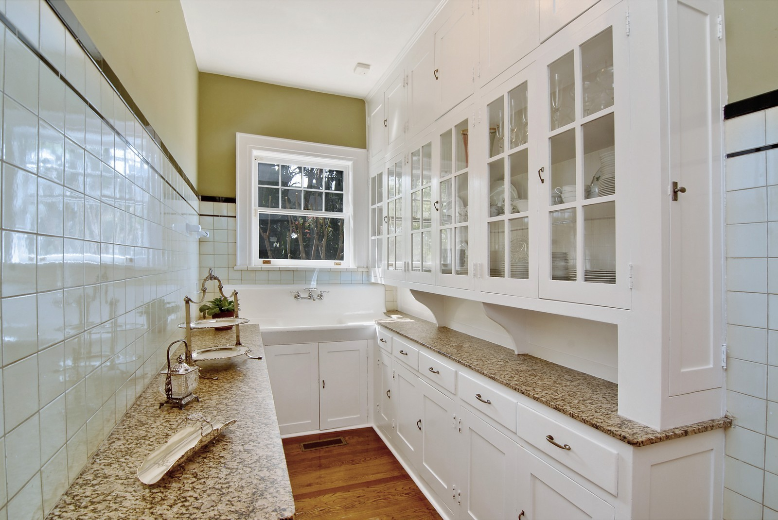 Real Estate Photography - 2223 S. Bendelow Trail, Tampa, FL, 33629 - Pantry