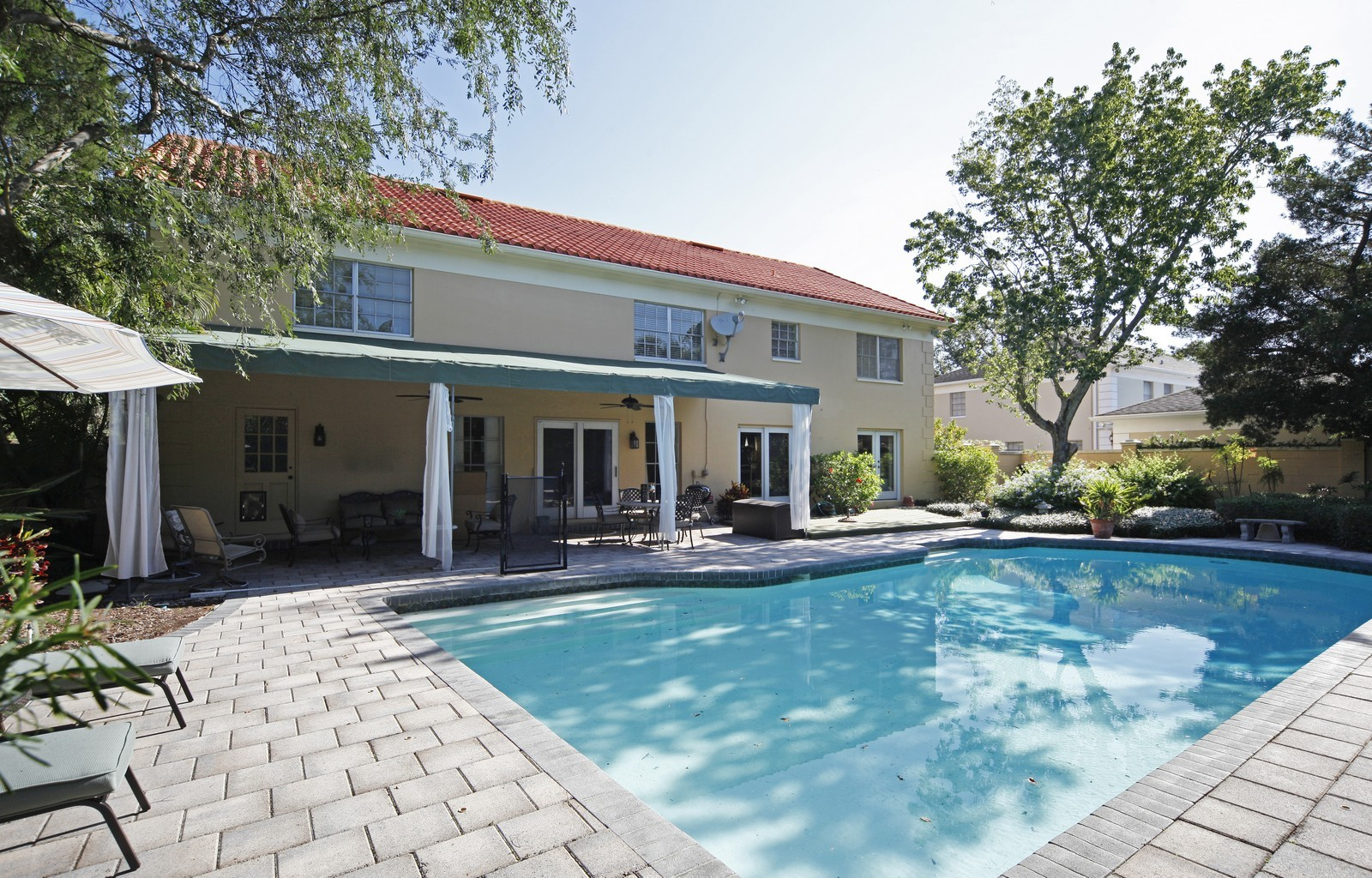 Real Estate Photography - 4920 Lyford Cay Road, Tampa, FL, 33629 - Pool