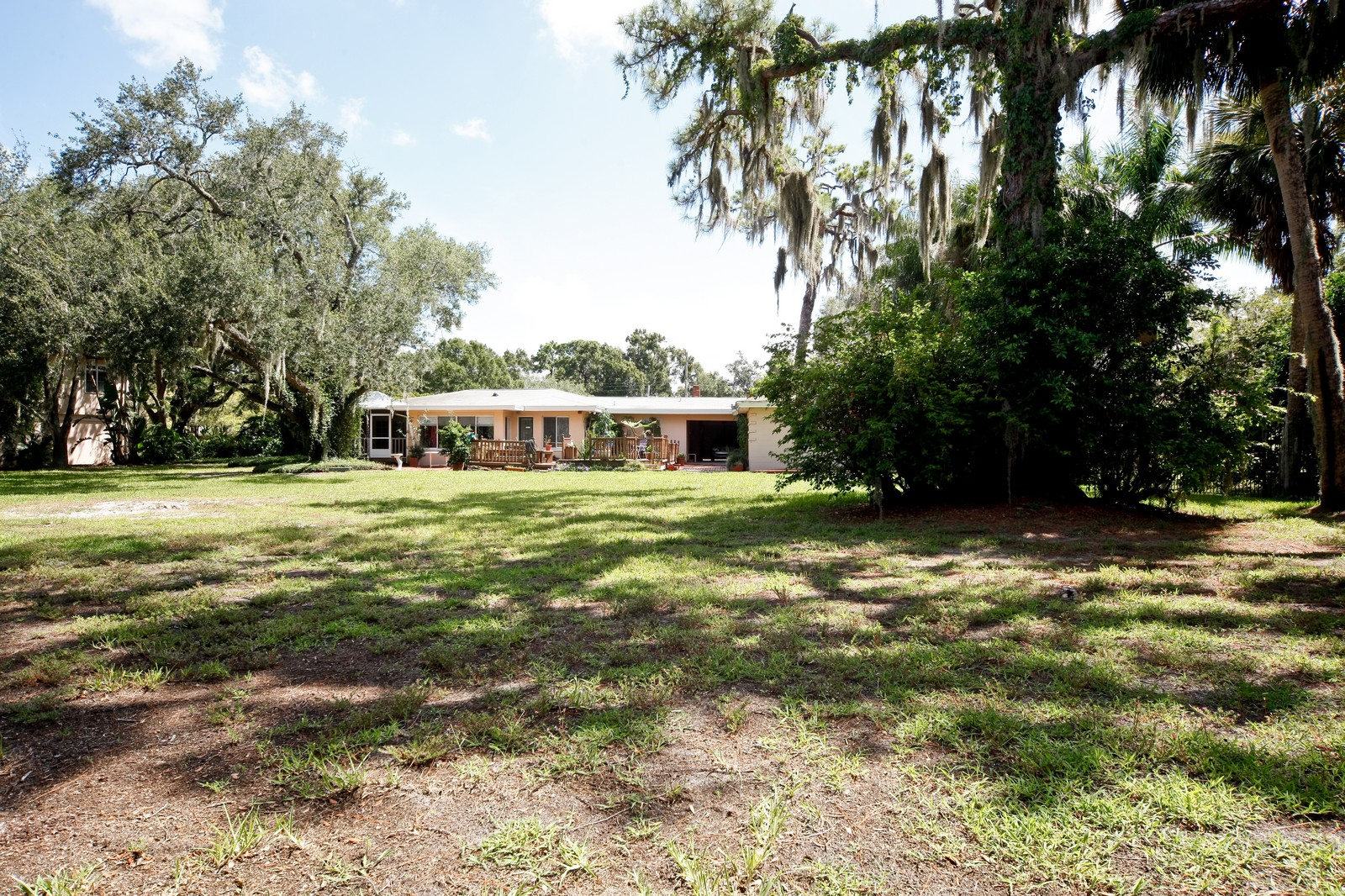 Real Estate Photography - 2621 N Dundee St, Tampa, FL, 33629 - Rear View