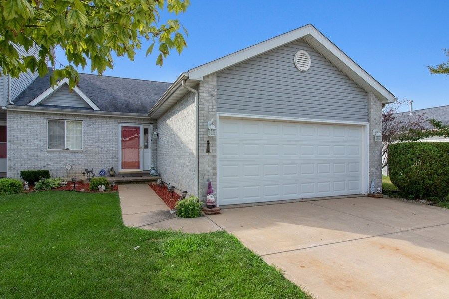 Real Estate Photography - 233 N Harbor Landing, Braidwood, IL, 60408 - Front View