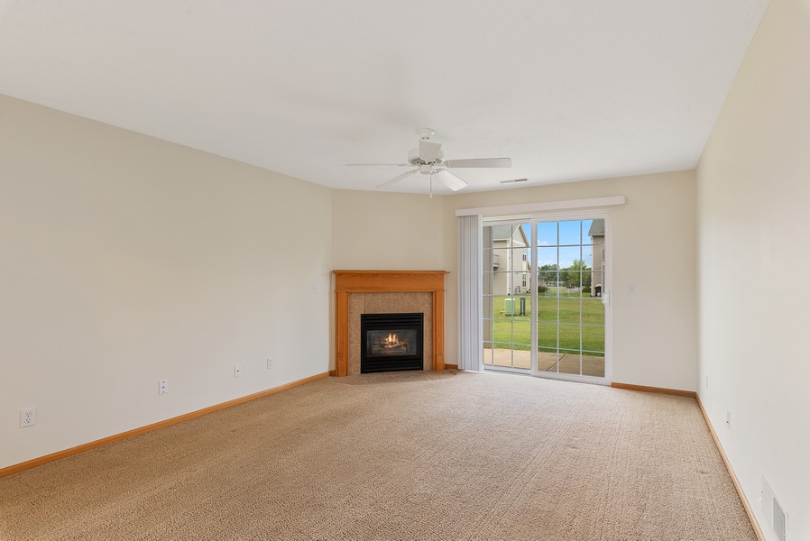Real Estate Photography - 949 Penny Ln, Sycamore, IL, 60178 - Living Room