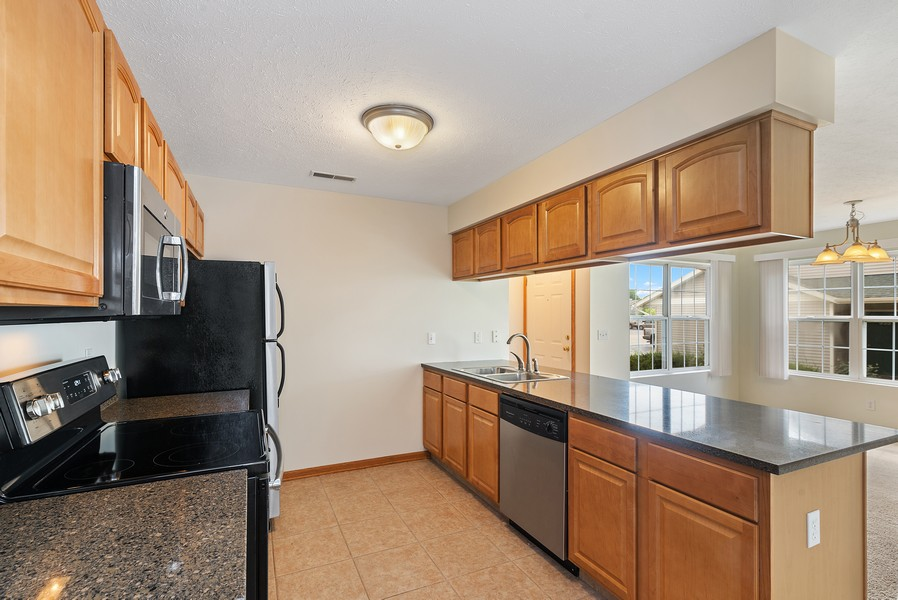 Real Estate Photography - 949 Penny Ln, Sycamore, IL, 60178 - Kitchen