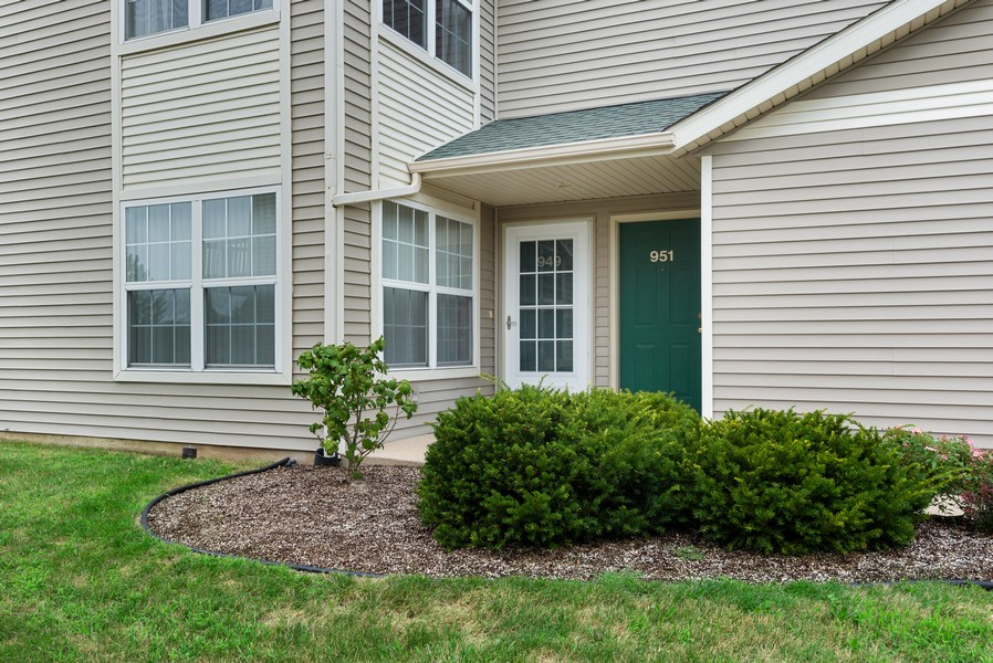 Real Estate Photography - 949 Penny Ln, Sycamore, IL, 60178 - Side View