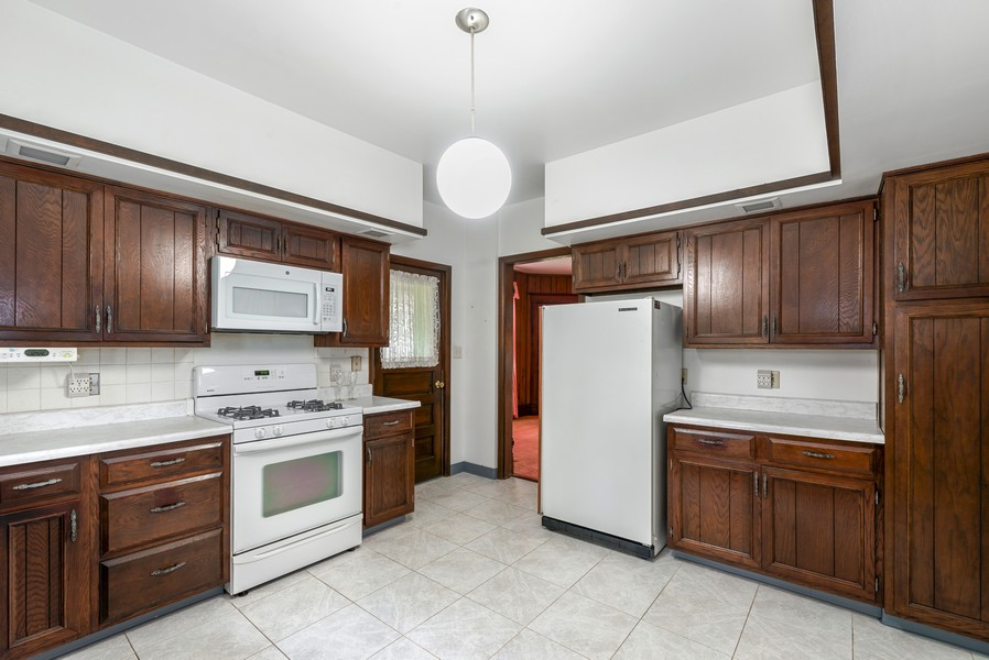 Real Estate Photography - 715 W State St, Sycamore, IL, 60178 - Kitchen