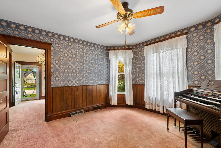 Real Estate Photography - 715 W State St, Sycamore, IL, 60178 - Sitting Room