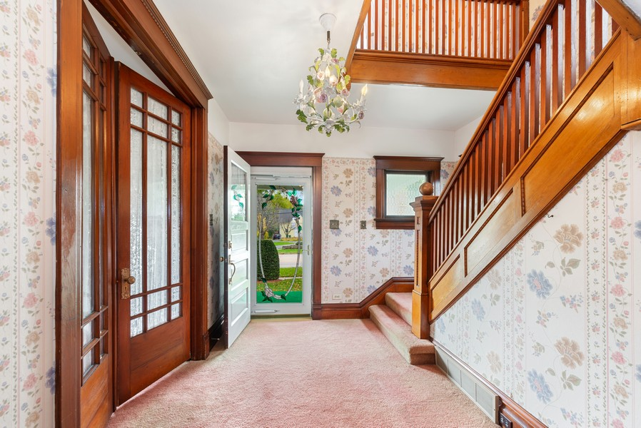 Real Estate Photography - 715 W State St, Sycamore, IL, 60178 - Foyer
