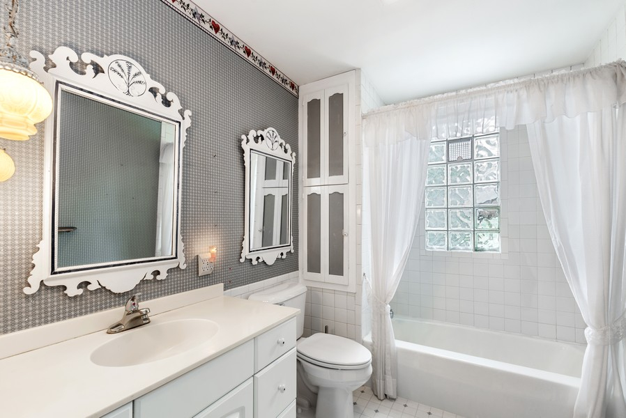 Real Estate Photography - 715 W State St, Sycamore, IL, 60178 - Bathroom
