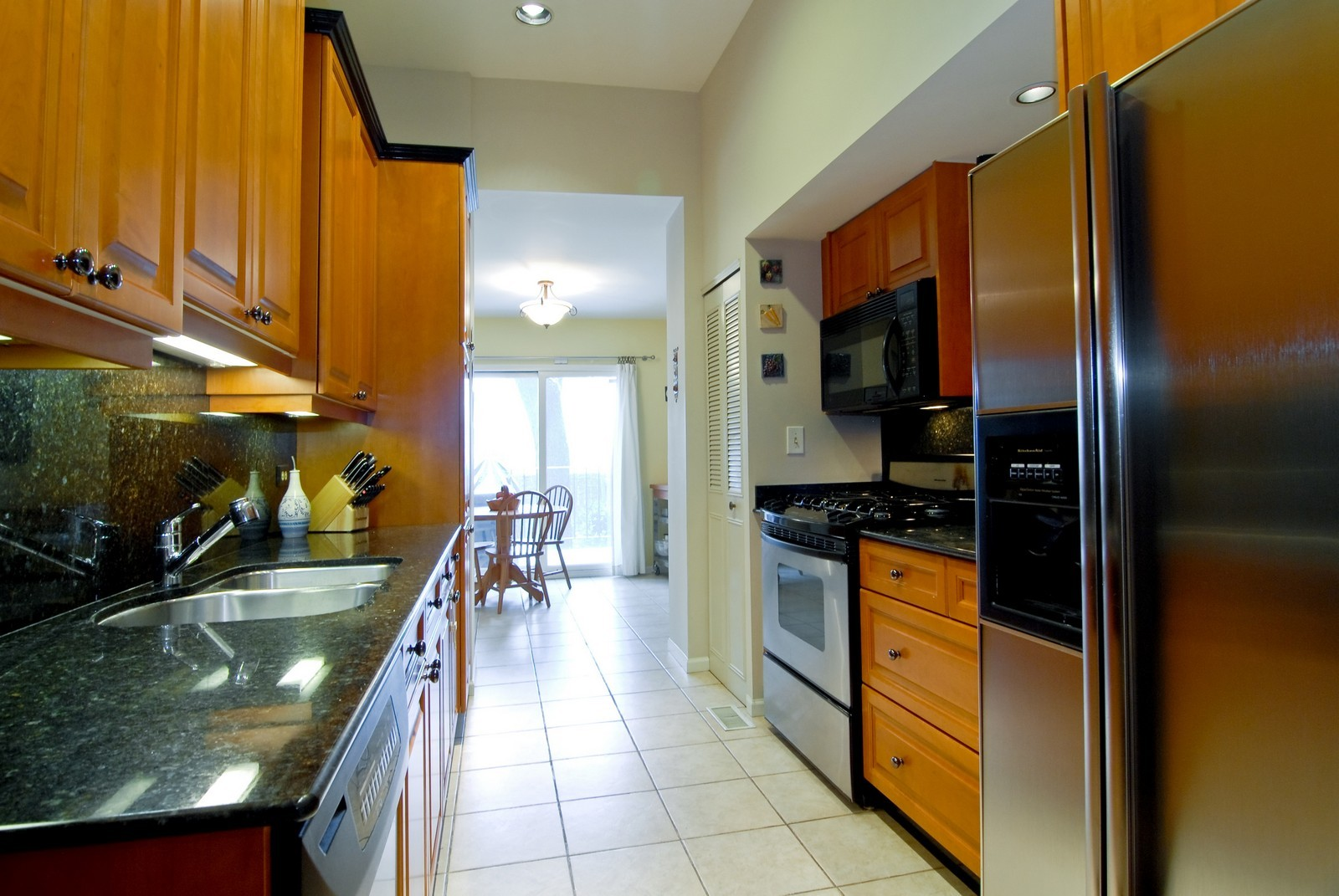 Real Estate Photography - 2646 N Seminary, Unit 1, Chicago, IL, 60614 - Kitchen / Breakfast Room