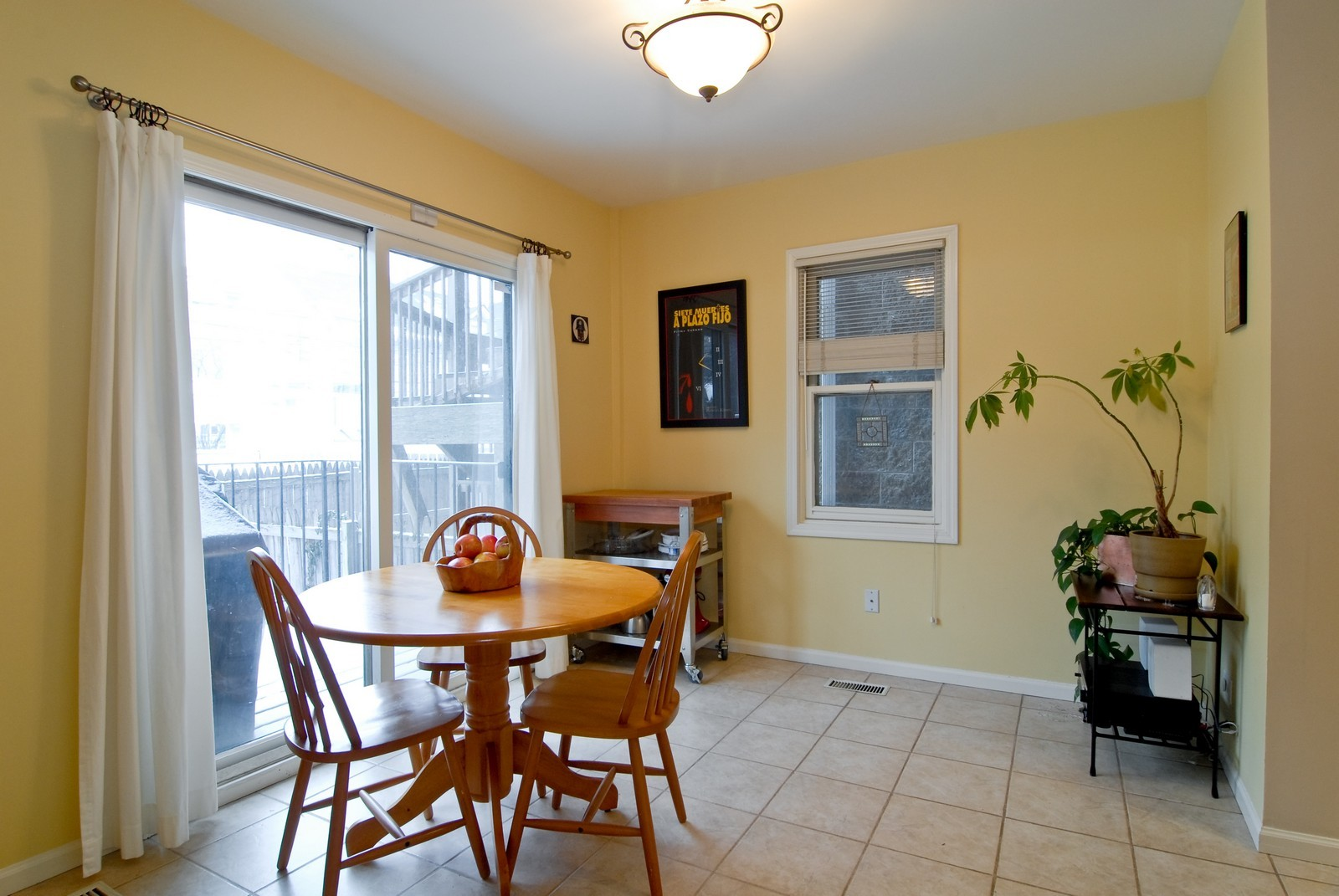 Real Estate Photography - 2646 N Seminary, Unit 1, Chicago, IL, 60614 - Breakfast Nook