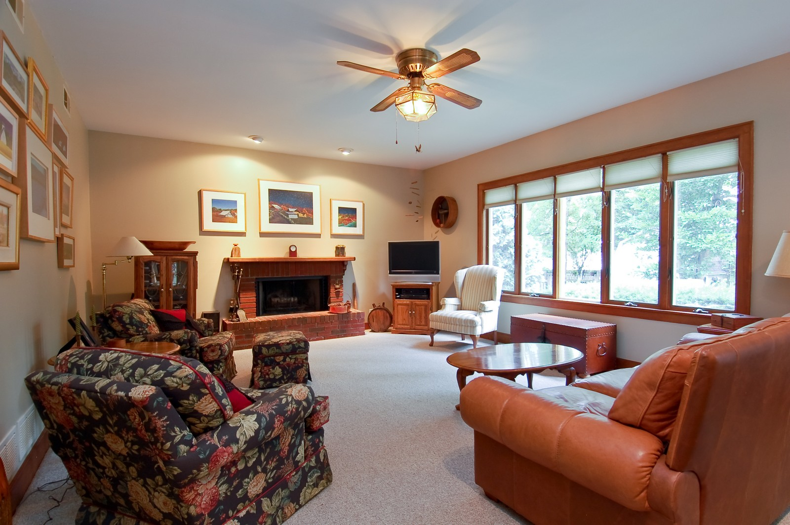 Real Estate Photography - 4325 Central Ave, Western Springs, IL, 60558 - Family Room