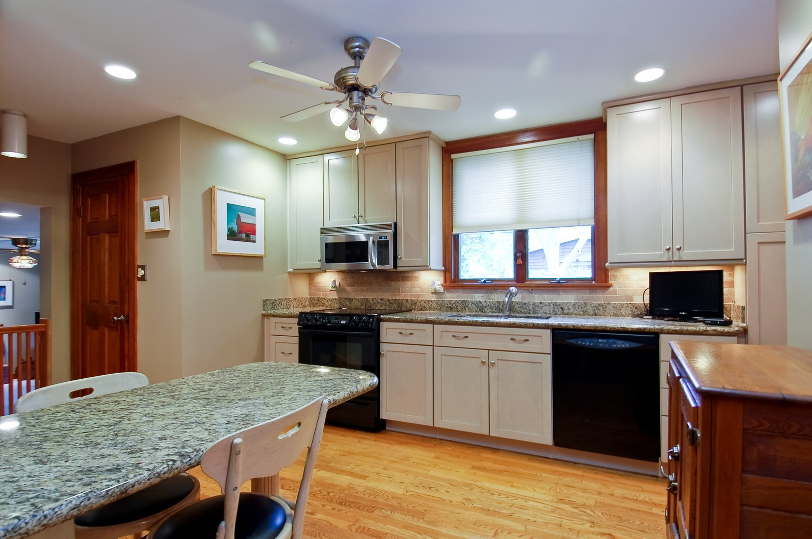 Real Estate Photography - 4325 Central Ave, Western Springs, IL, 60558 - Kitchen
