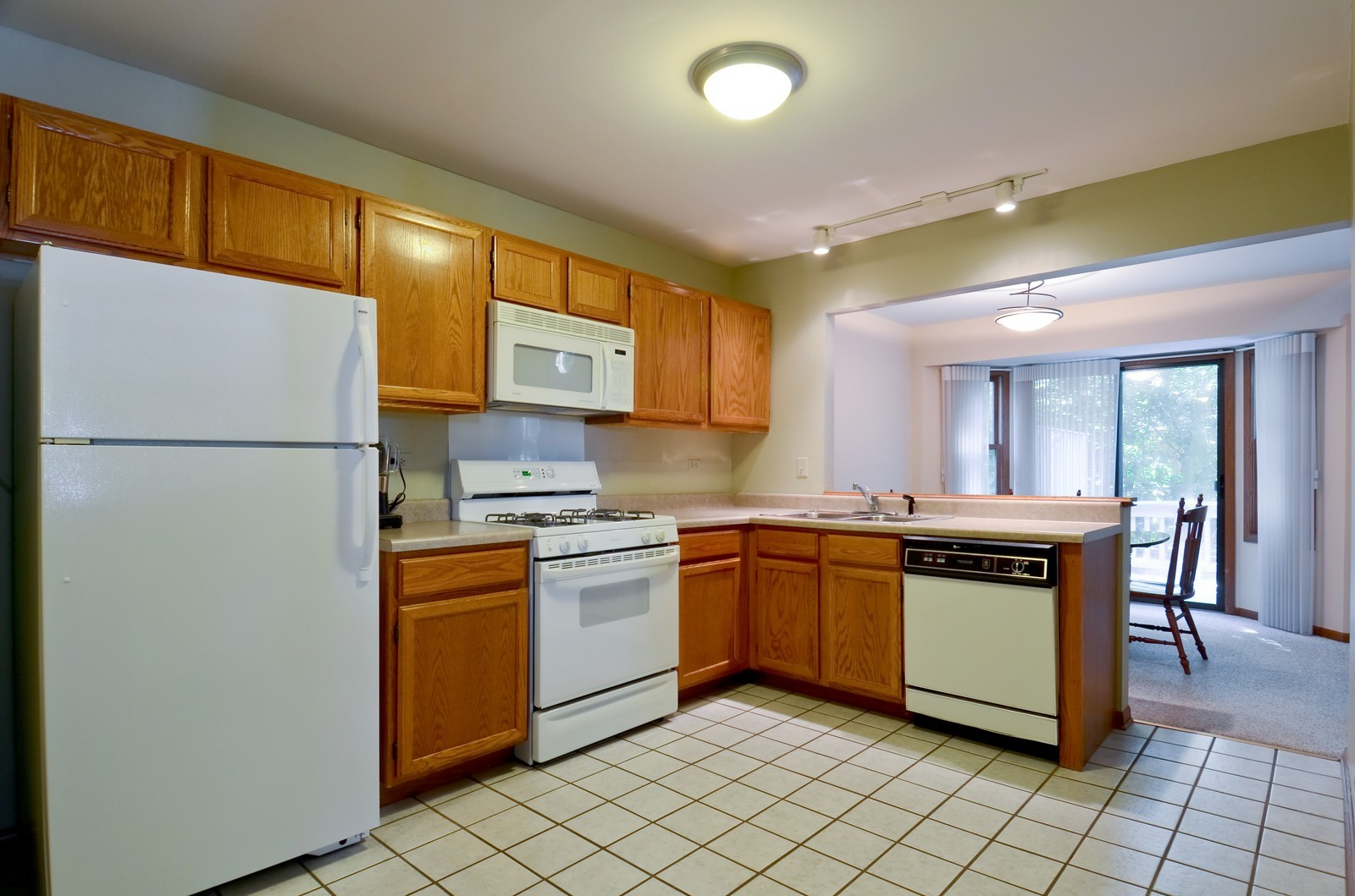 Real Estate Photography - 0S764 Jefferson Ct, Winfield, IL, 60190 - Kitchen