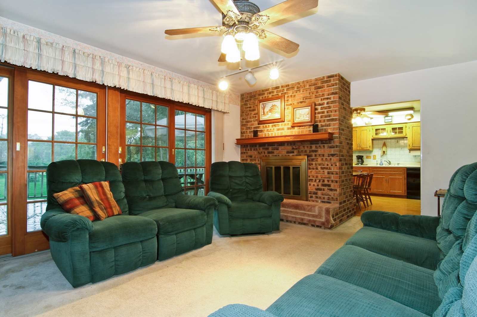 Real Estate Photography - 6200 Janes Ave, Downers Grove, IL, 60516 - Family Room