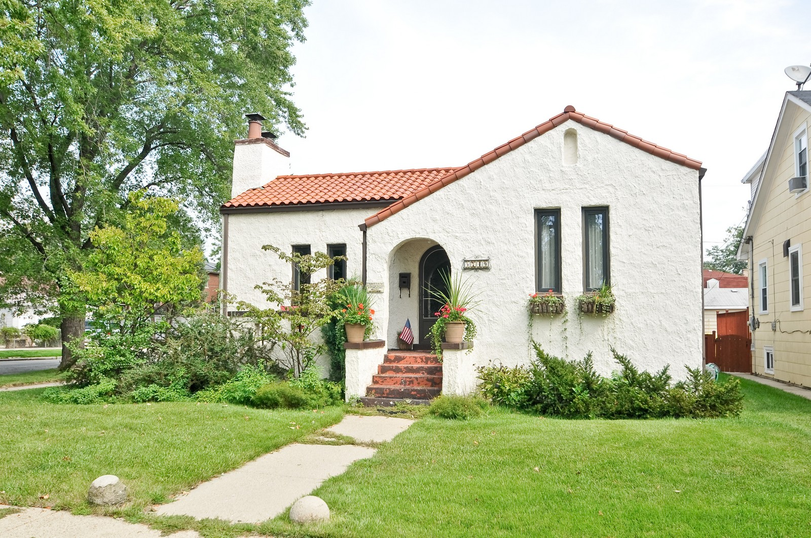 Real Estate Photography - 5749 W Manton, Chicago, IL, 60646 - Front View