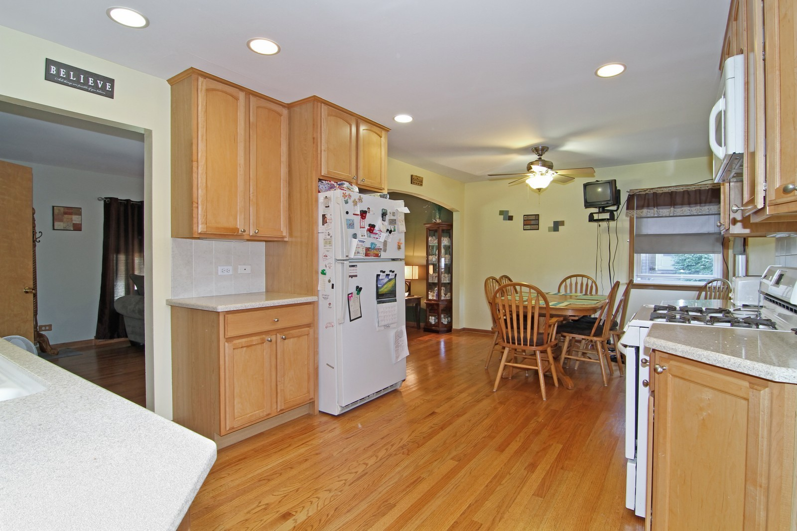 Real Estate Photography - 632 S. Lalonde Ave, Lombard, IL, 60148 - Kitchen / Breakfast Room
