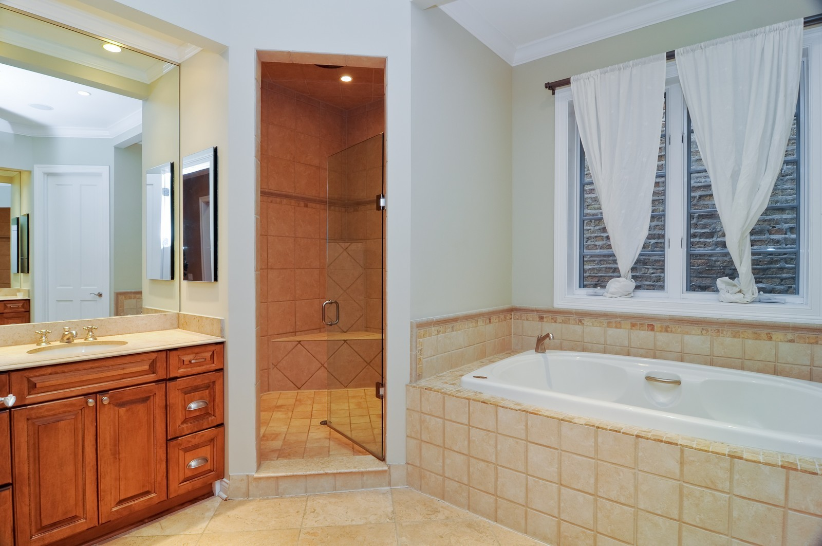 Real Estate Photography - 2247 N Clifton, Chicago, IL, 60614 - Master Bathroom